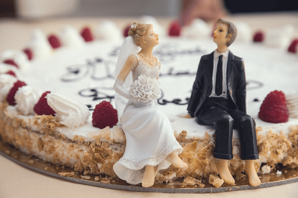 What To Choose For Your Wedding Cake
