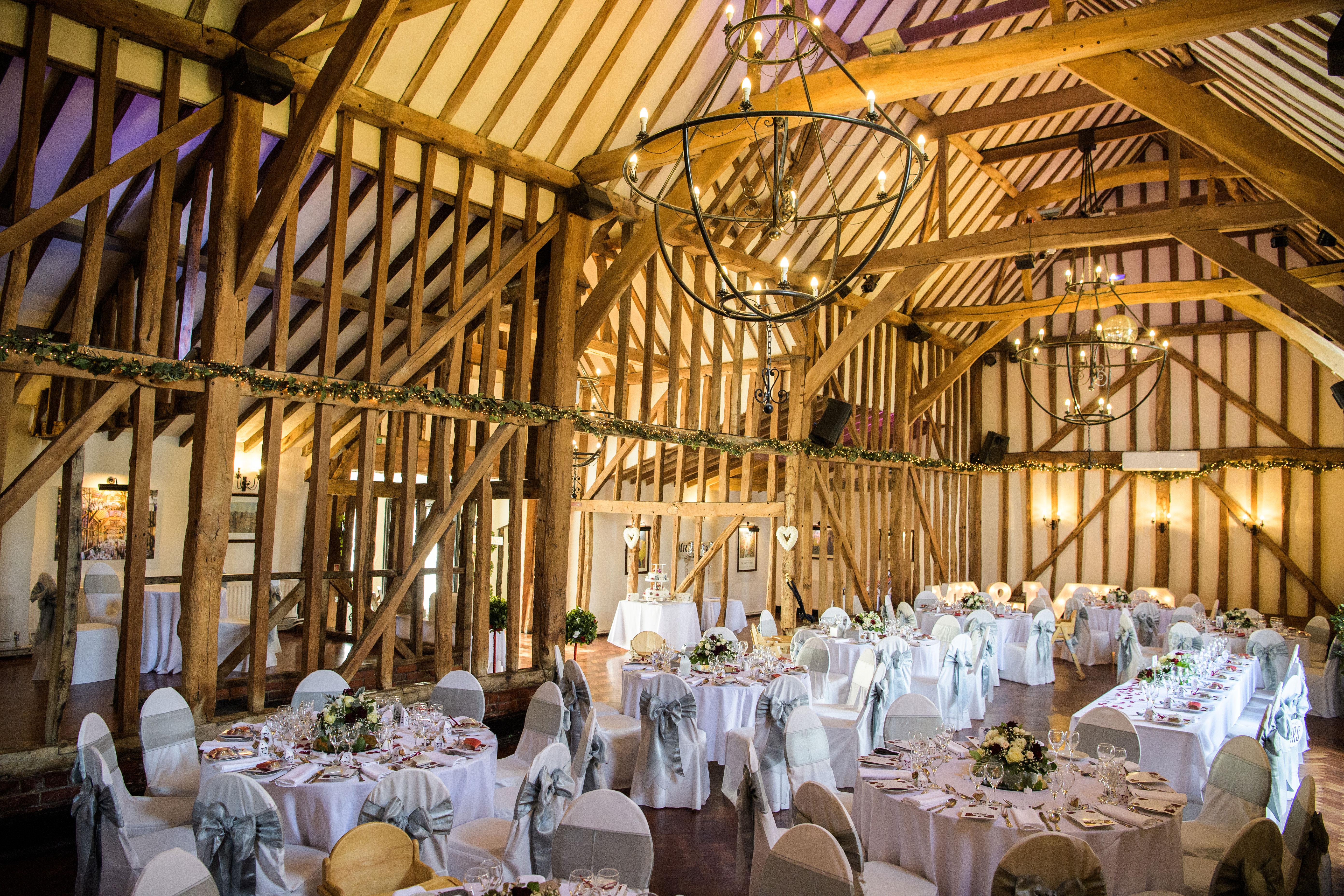 5 reasons to choose a barn wedding