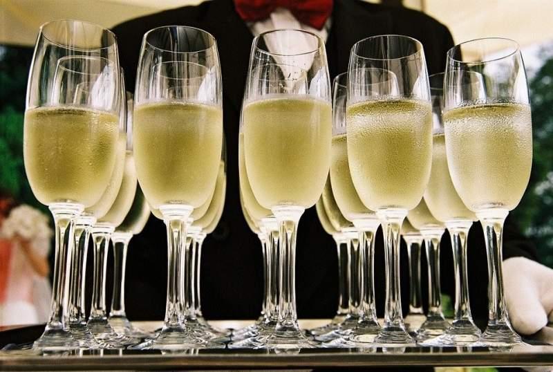 champagne at crondon park wedding venue in essex